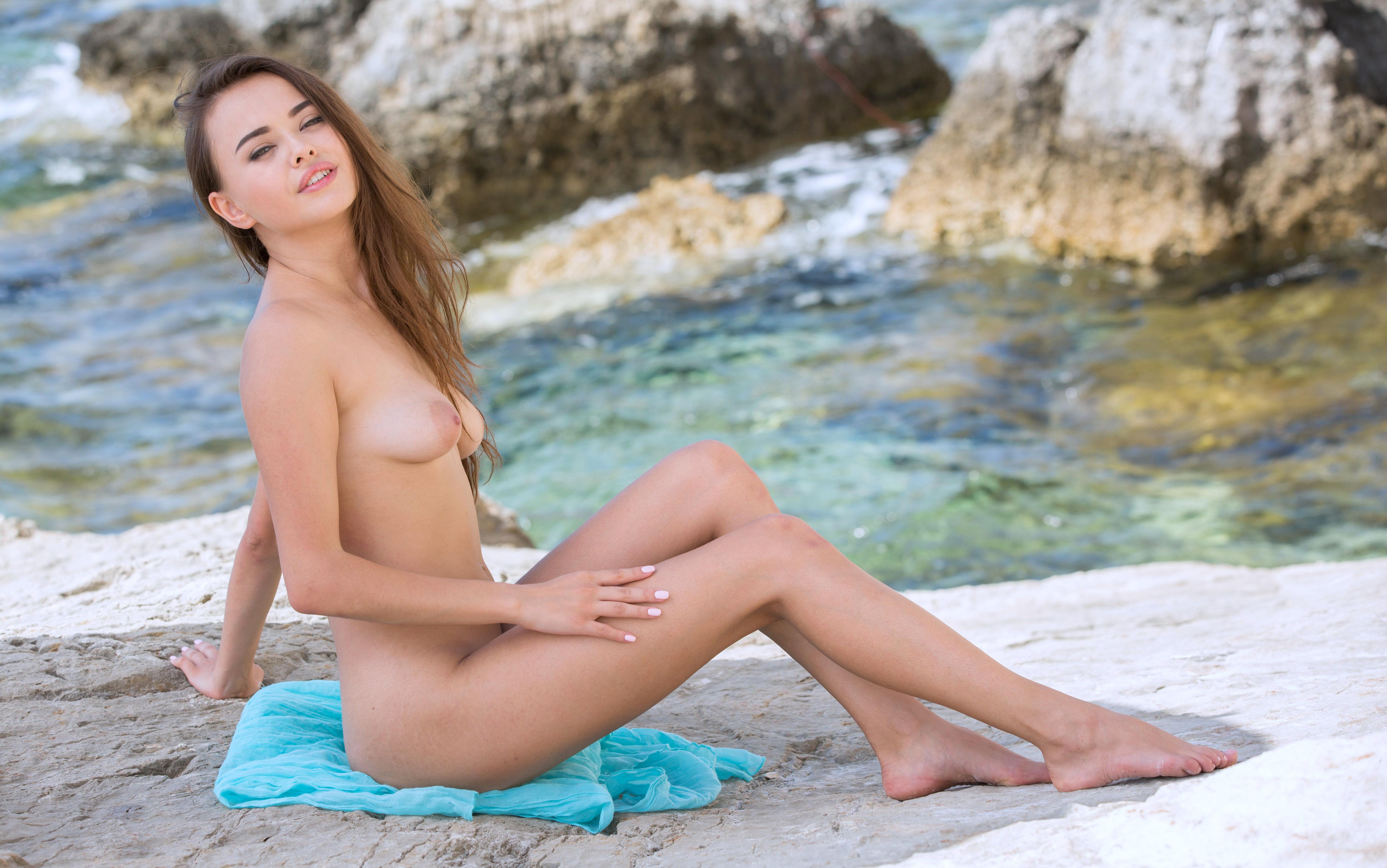 Kourtney kardashian says she feels the most desirable when she's naked