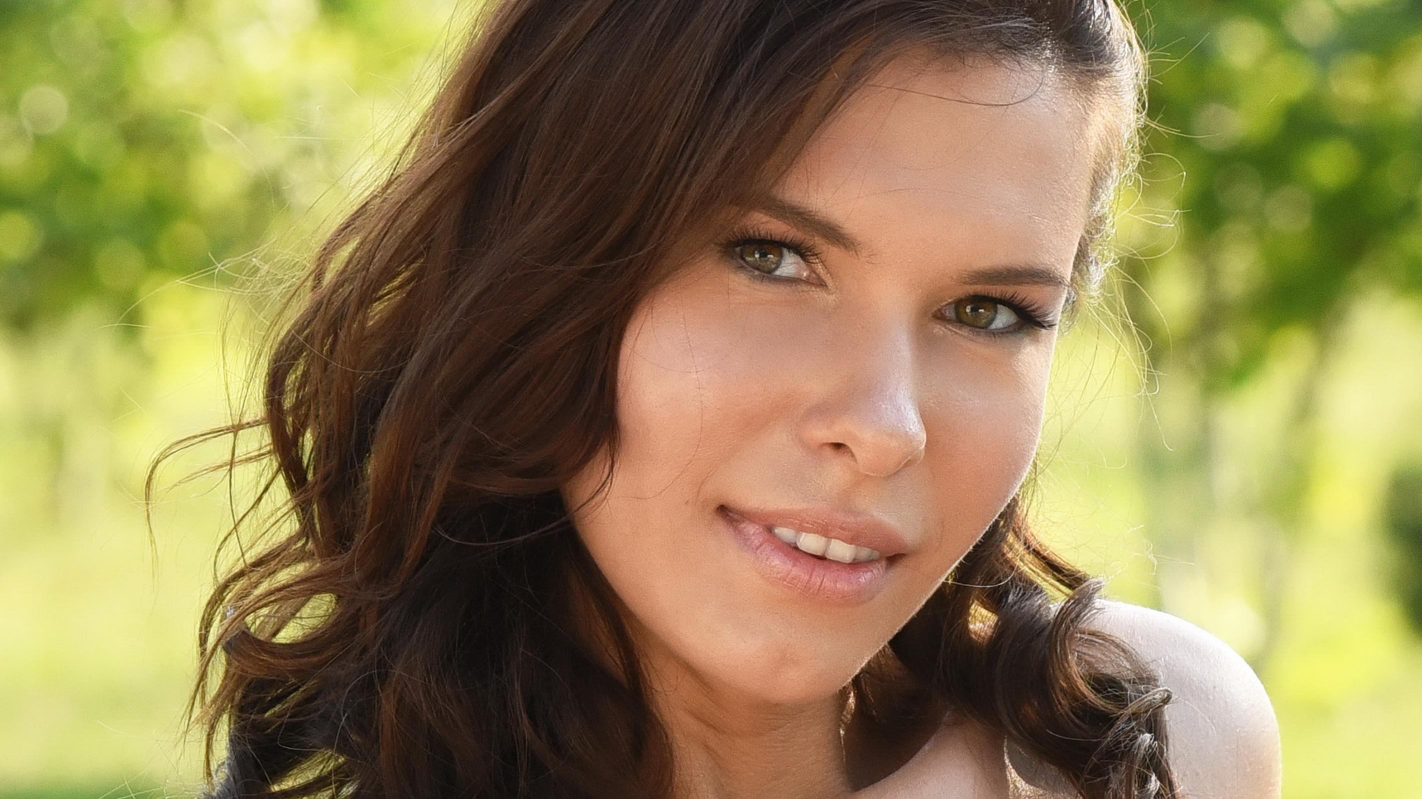 Download photo 1680x1050, metart, brunette, face, cute