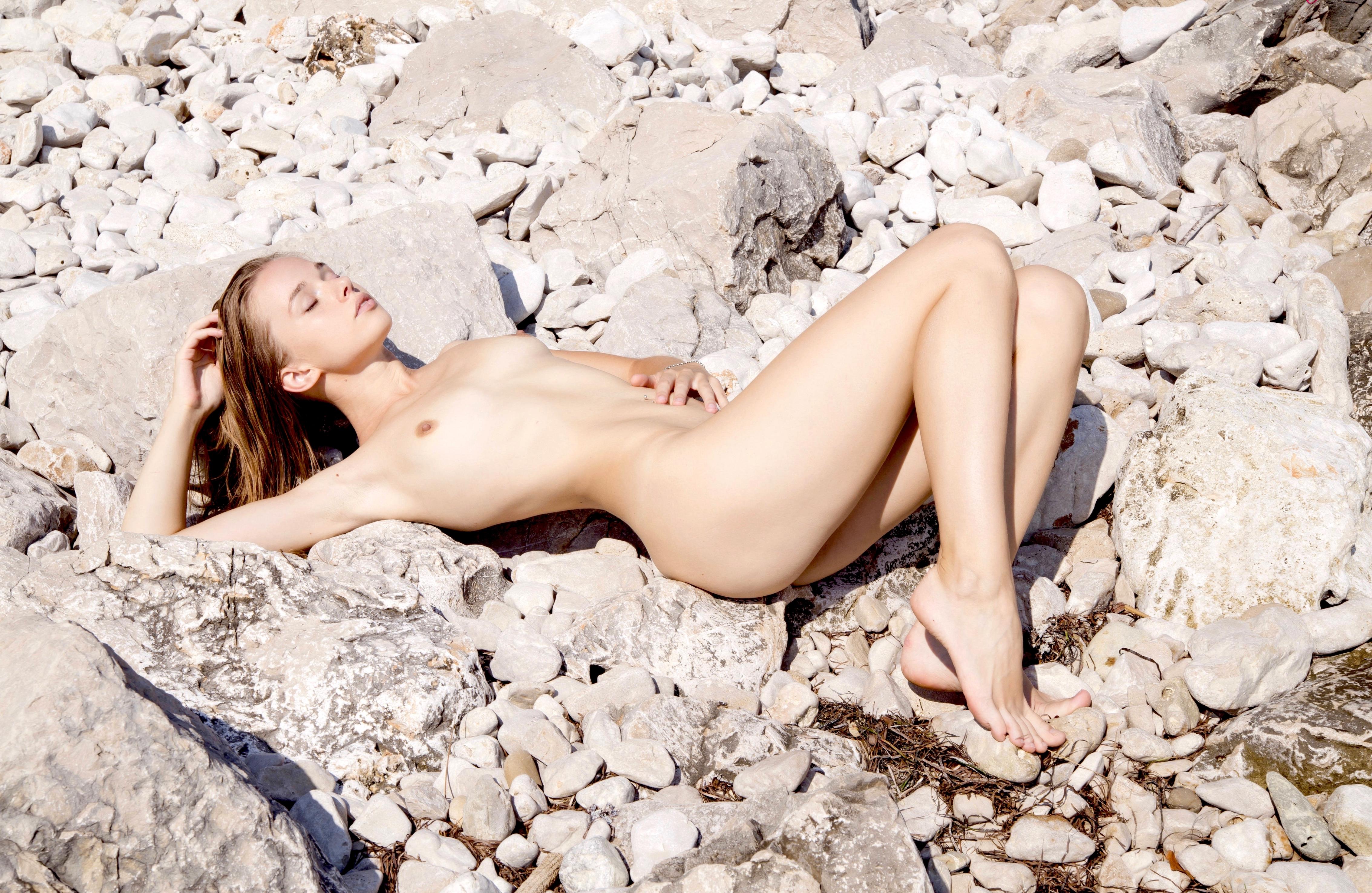 Nude hollywood actress big boobs