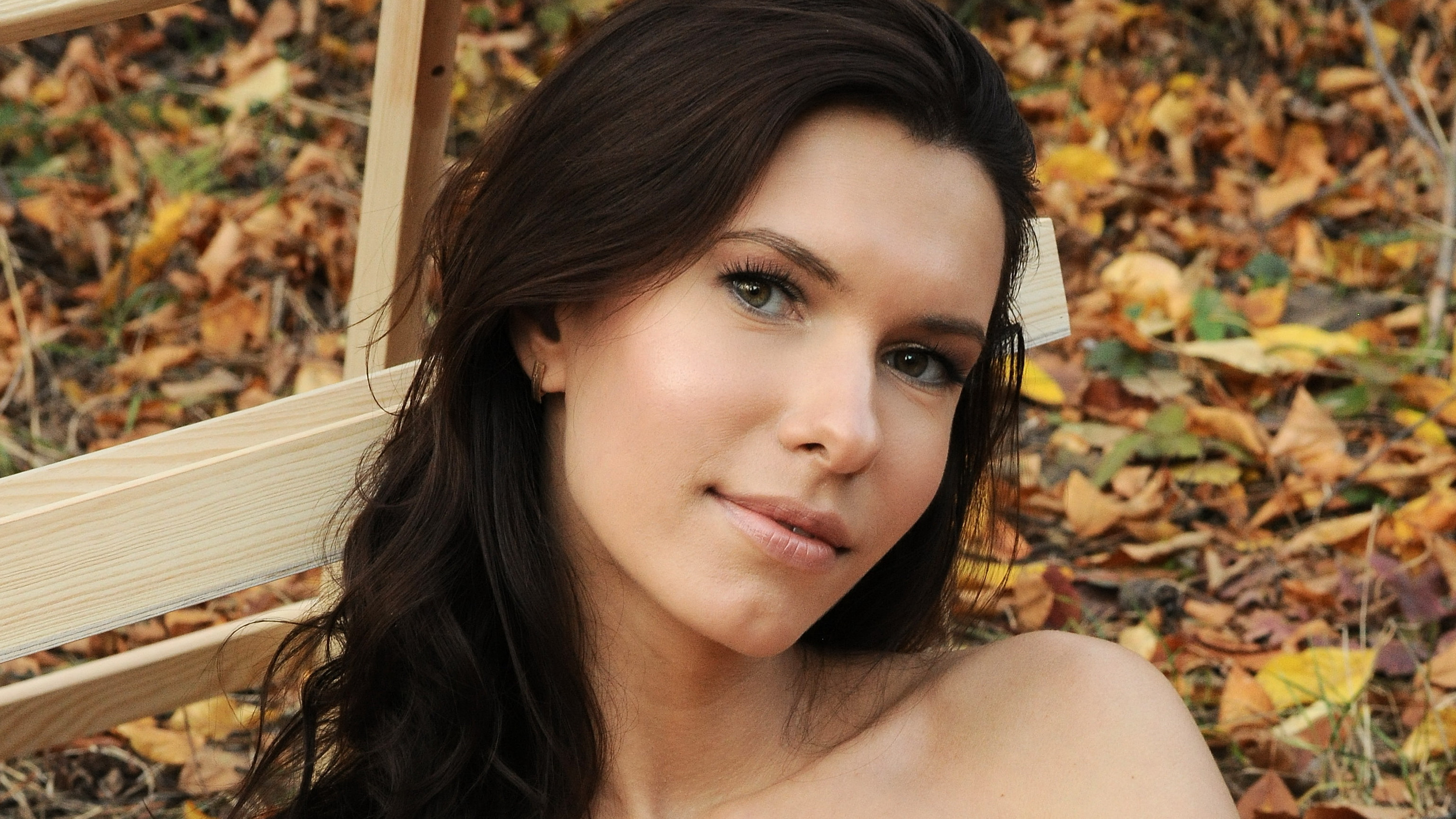 Download photo 3080x1733, brunette, nude, forest, autumn