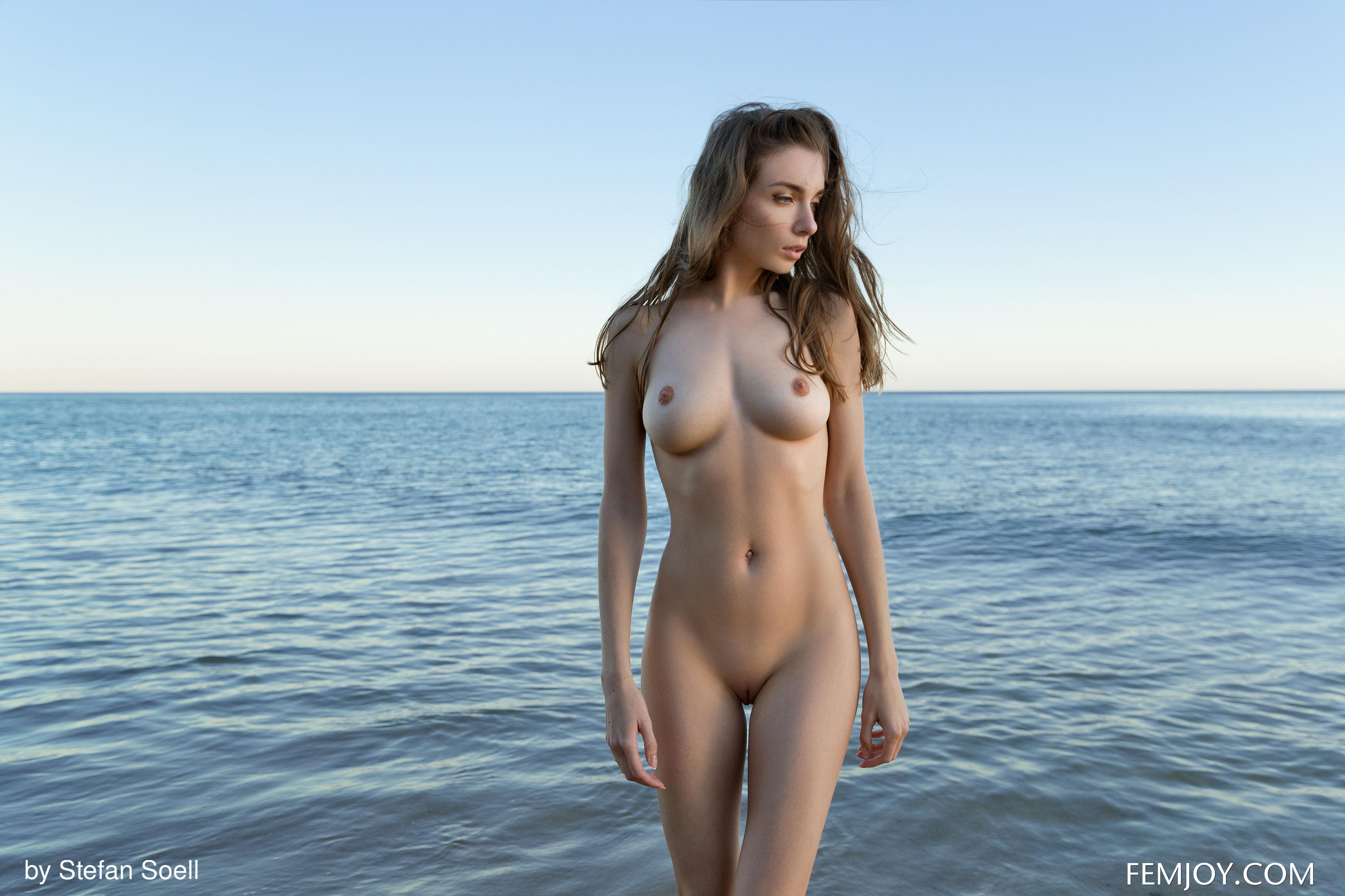 Thigh gap nude