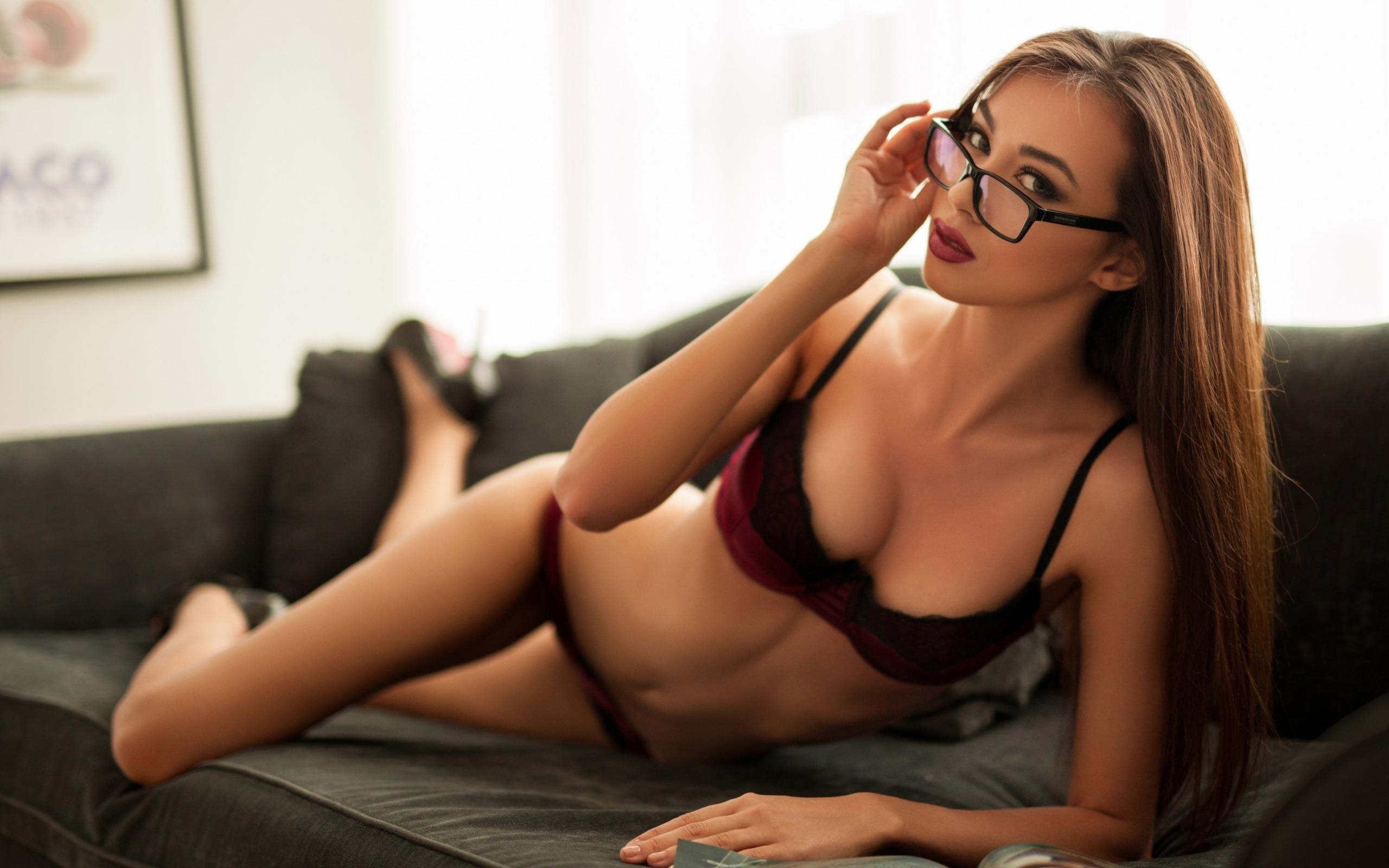 Nude mature women wearing glasses