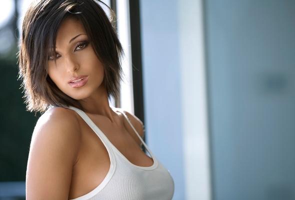 brunette, t-shirt, white, anna tatangelo, anna, beauty, beautiful, eyes, look, singer, labai seksuali, italian, pop singer