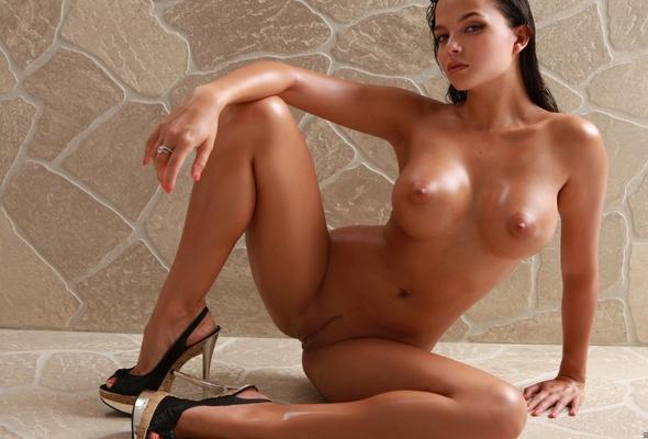 Порно фото абсолютно голых женщин в туфлях
