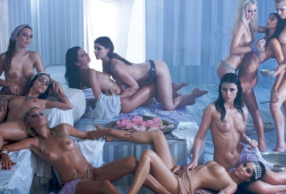 Ten nude girls