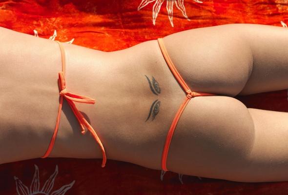 Shakiras Butt -- Stirs G-String Mystery on the Beach