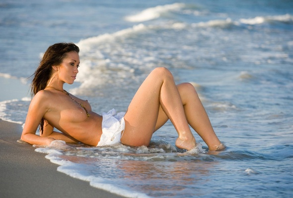 nude-models-at-beach