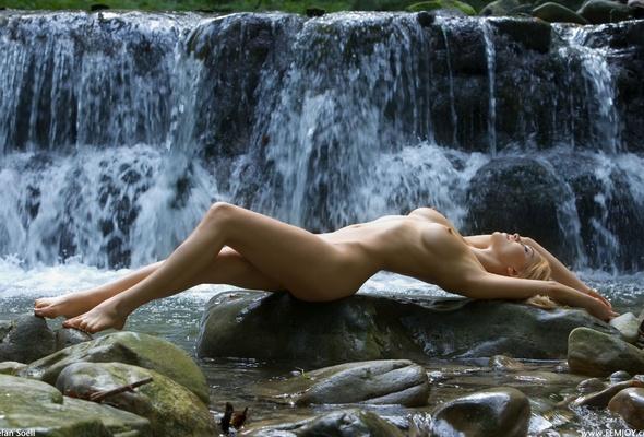 Glamour naked big tits