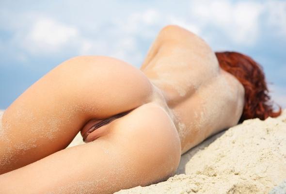 big booty nudist on beach