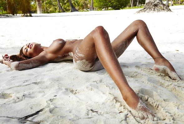 nude Brunette monika pietrasinska