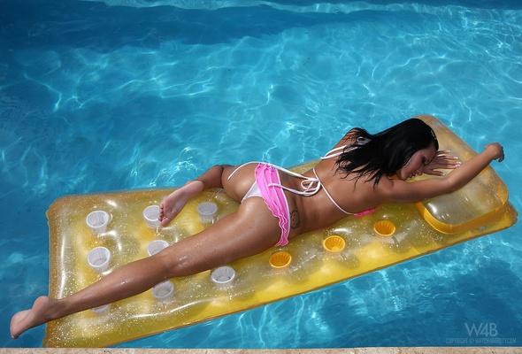 Bikini body full lean long wet