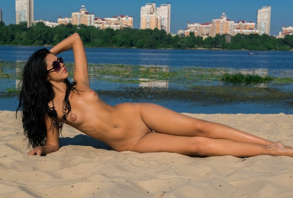More Nude girl with sunglasses