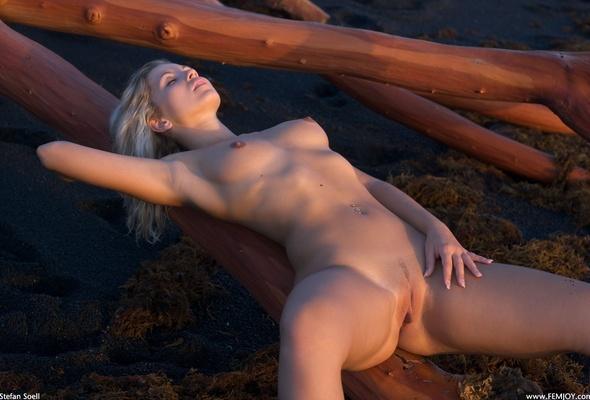 blonde, pussy, babe, tits, juicy, jenni, jenni gregg, jenni kohoutova, sexy plum, tree, out doors, sleeping, beauty, water front