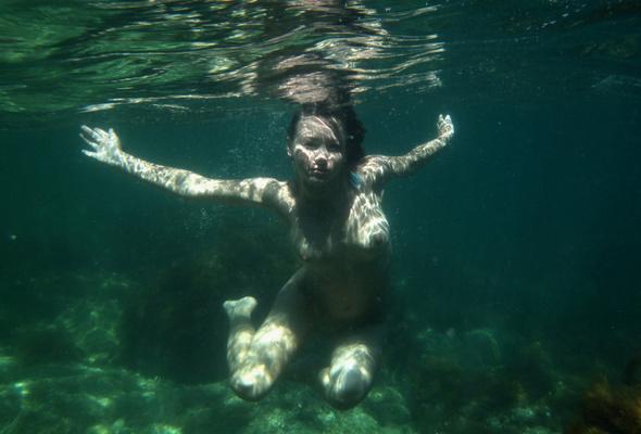 nude women under water