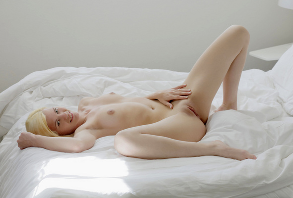 Naked in bed uoung girls