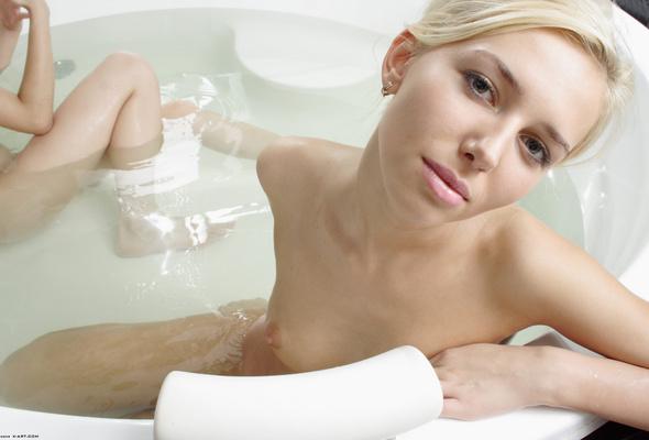 Beauties amanda and tasha bathing