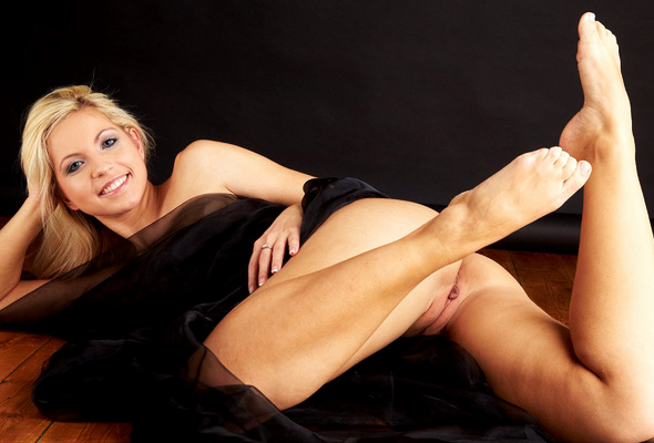 and feet Beautiful blonde pussy