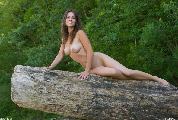 Nude Girls Outdoors Naked