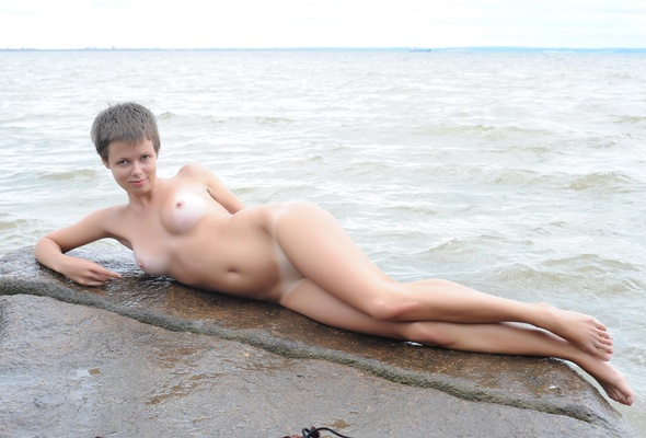 Sexy short hair nude brunette