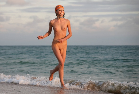 running girls Nude beach