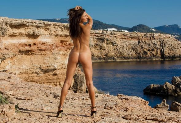 Hot italian girl big ass and big tits