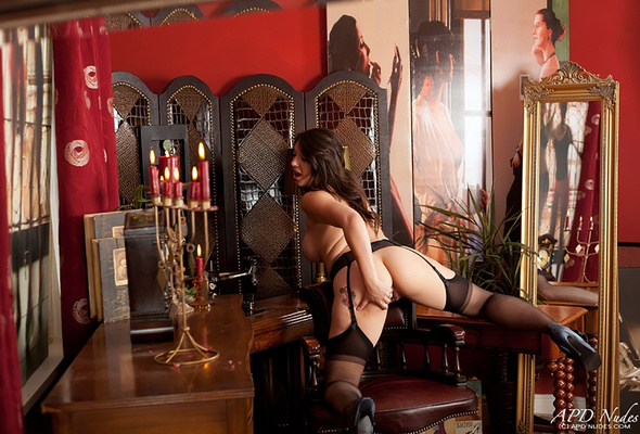 naked jessica taylor sets her ass in the leather armchair and di