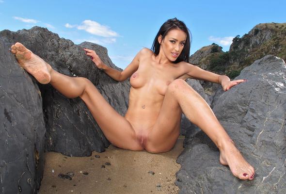 Nude Babe Bare Feet