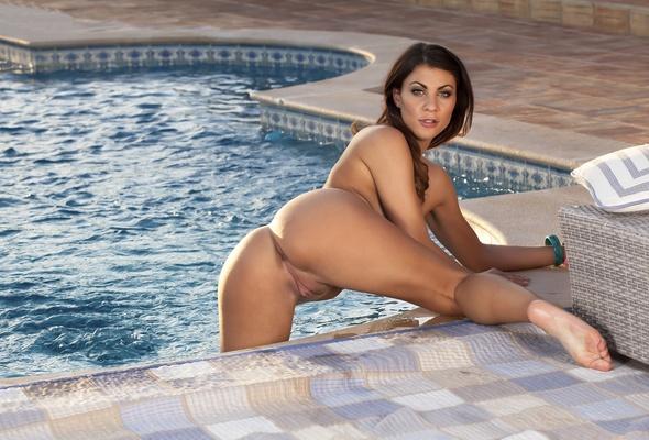 Brunette roxy nude