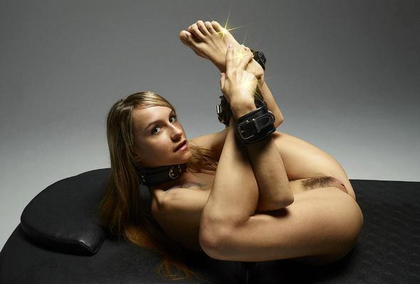 naked snatch fucks dildo