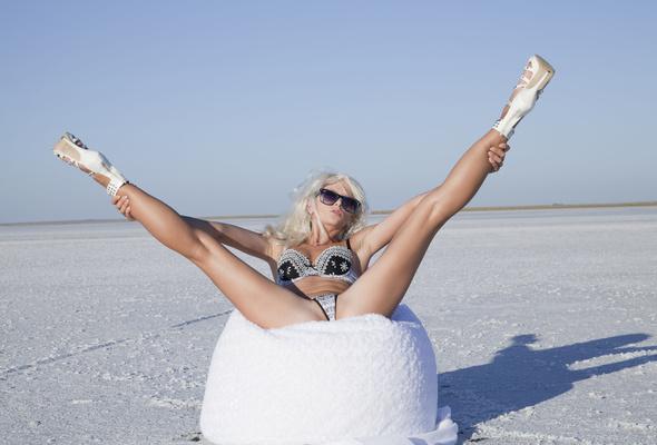 nika n blonde sexy girl bikini swimsuit legs heels spreading