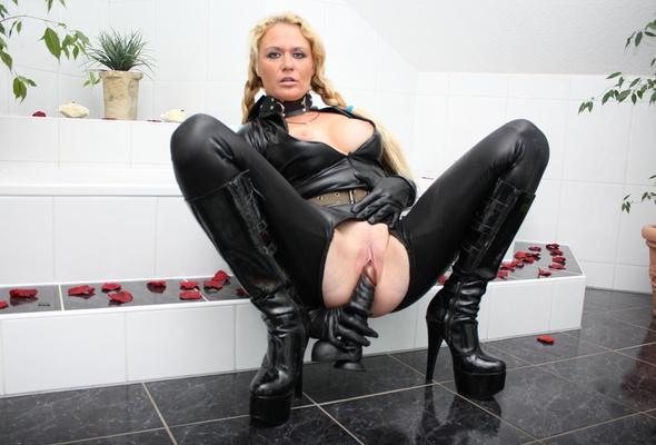 queefen boots porno