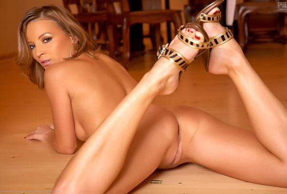 фото голых девушек с кисками