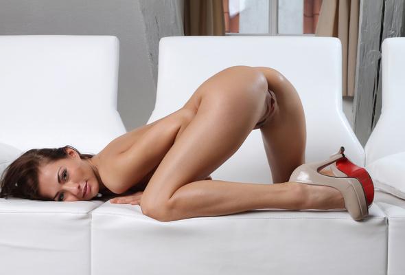 Brunette petitie nice ass