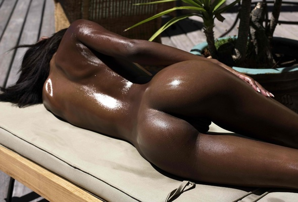 nude-ebony-oiled