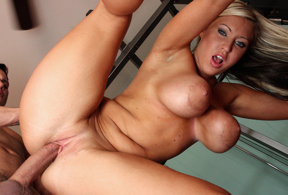 xxx-hanging-hot-chicks