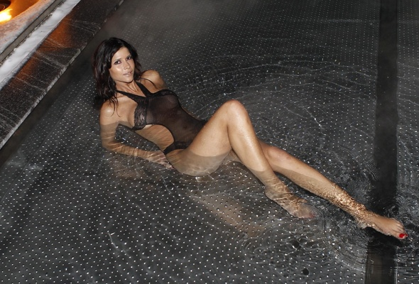 Nude busty wife selfies