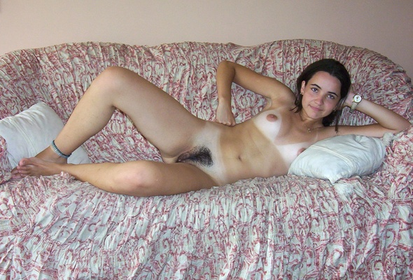 Naked brunette amateur can