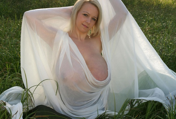 Women in fishnet pantyhose photos