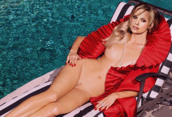 Dianna Agron Nude