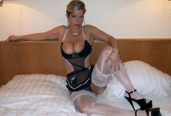 Amateur milf in high heels and stockings