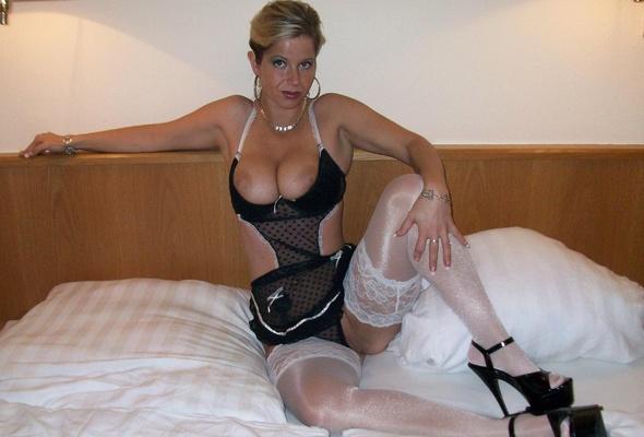 Amateur milf stockings blonde
