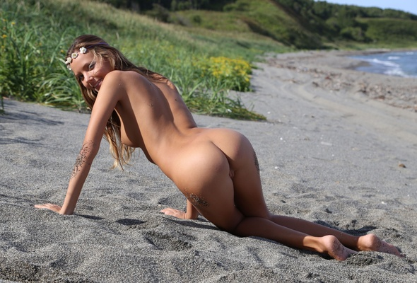 Teen girls nude beach