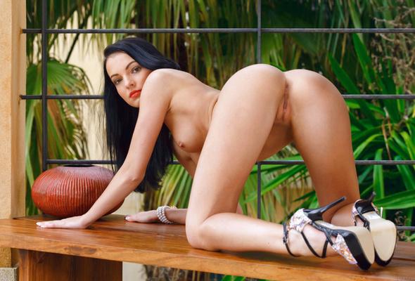 Naked black girls nude high heels