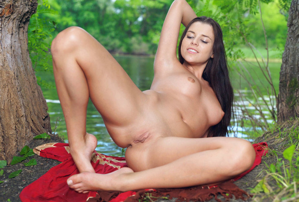 Authoritative Dark haired naked women outdoors