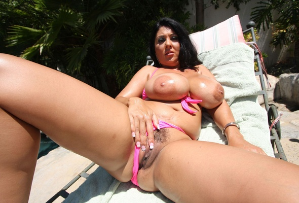 Matures images big tits milf posing outside