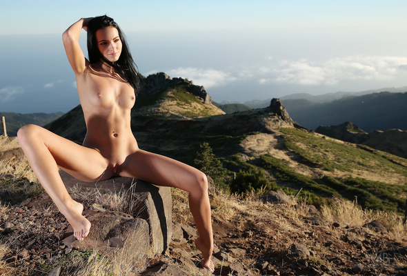 Sapphira, Model, Nude, Shaved, Pussy, Tits, Boobs, Rocks