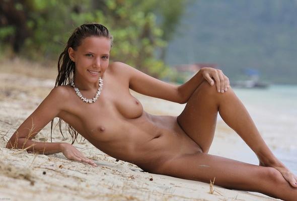 sierra kusterbeck nude