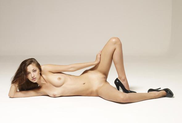 Nude posing beautiful