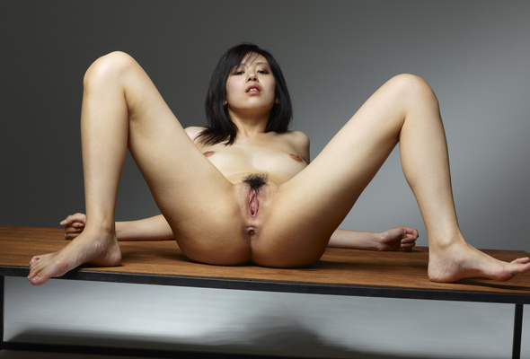 Pose japanese nude girl hot