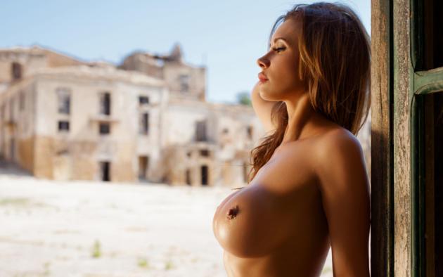 Tits in profile